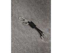 Schlüsselanhänger mit Knoten aus geflochtener Lederkordel