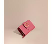 Brieftasche aus genarbtem Leder mit Schnallendetail