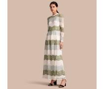 Bodenlanges Kleid aus englischer Blumenspitze