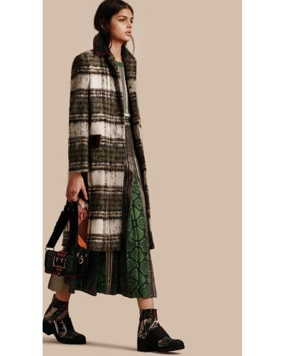 burberry damen geb rsteter mantel aus wolle und mohair mit schottenmuster reduziert. Black Bedroom Furniture Sets. Home Design Ideas