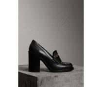 Loafer aus Leder mit Absatz und Ösendetail