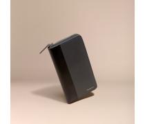 Brieftasche Aus London-leder Im Colour-blocking-design Mit Umlaufendem Reißverschluss