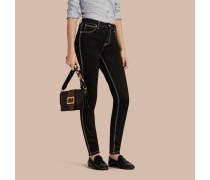 Skinny-Jeans aus Stretchdenim mit kontrastierenden Steppnähten