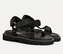 Klobige Sandale mit Farbakzenten
