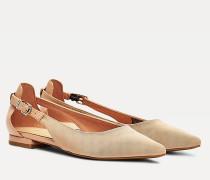 Ballerina mit Riemen und Lack-Absatz