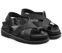 Sandalen mit gekreuzten Fußriemen