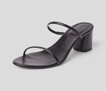 Sandalen mit feinen Riemen