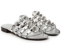 Sandalen aus beschichtetem Leder mit Nieten