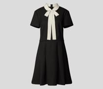 Knielanges Kleid im Retro-Stil