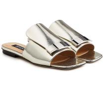 Sandalen aus beschichtetem Ziegenleder mit Zierschnalle