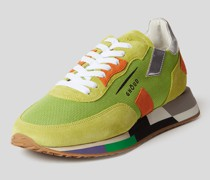 Sneaker mit Material-Mix