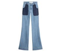 Flared Jeans mit aufgesetzten Taschen