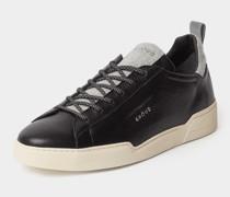 Sneaker im Material-Mix
