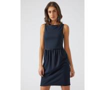 Kleid Mit Rüschen An Den Profilen
