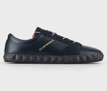 Sneaker aus Leder mit Einsätzen aus Veloursleder
