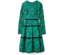 Kleid aus Schnurgebundener Spitze mit Ripsbändern -