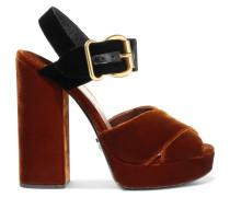 Zweifarbige Sandalen aus Samt