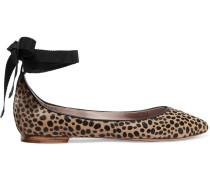 Ballerinas aus Kalbshaar mit Leopardenprint und Lederbesatz