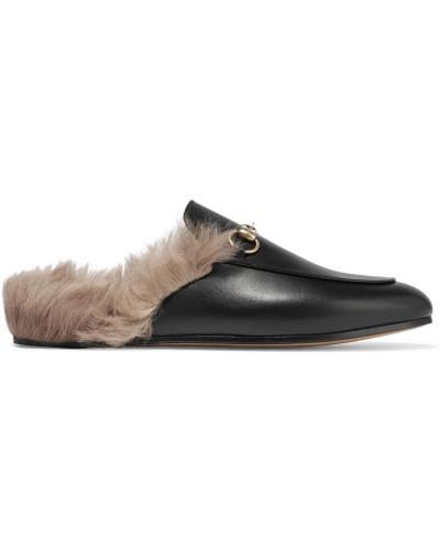 gucci damen slippers aus leder mit shearling futter und horsebit detail reduziert. Black Bedroom Furniture Sets. Home Design Ideas