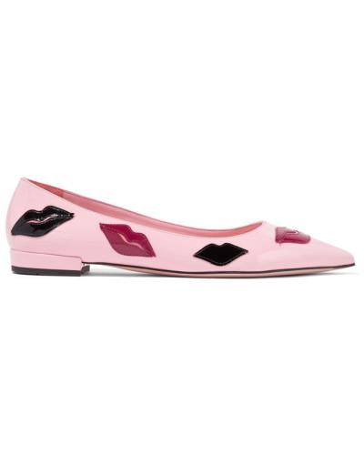 Flache Schuhe Mit Spitzer Kappe Aus Lackleder Und Applikationen -