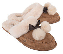 Shearling-Slippers mit Bommel  // Hafnir Shearling Bow Chestnut