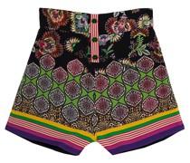 Gemusterte Shorts mit dekorativen Knöpfen