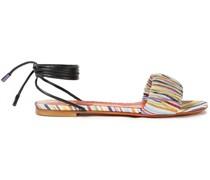 Sandalen aus Leder und Häkelstrick mit Raffung