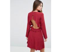 Rückenfreies Kleid mit Rüschen Rot
