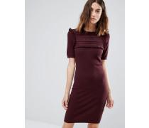 Strukturiertes Kleid mit Rüschenpasse Rot