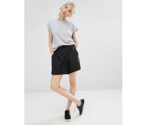Figurnah geschnittene Shorts Schwarz