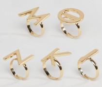 Set aus Ringen mit Buchstaben Gold