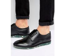 Derby-Schuh aus schwarzem Leder mit gemusterter Sohle Schwarz