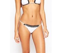 Brasilianisches Bikinihöschen mit Häkelbesatz Weiß