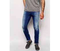 Cirrus Eng geschnittene Jeans in heller Waschung Blau