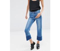 Kurz geschnittene Jeans mit Unfinished-Farbblocksaum Blau