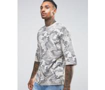 Übergroßes T-Shirt mit Tarnmuster und abfallenden Schultern Grau