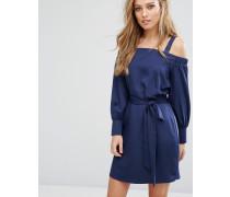 Schulterfreies Kleid mit Bindegürtel in der Taille Marineblau