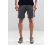 Love Normal geschnittene, ungesäumte Jeans-Shorts in Schlickschwarz Schwarz