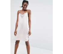 Kleid im Pyjama-Stil mit Spitzeneinsatz und dünnen Trägern Rosa