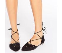 Flache Schuhe mit Spitze, Zierausschnitten und Schnürung Schwarz