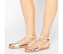 Riemchensandalen aus Leder in Metallic-Optik Silber