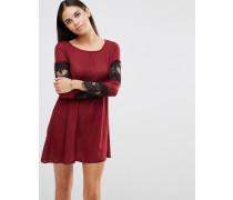 Ausgestelltes Kleid mit spitzenverzierten Ärmeln Violett
