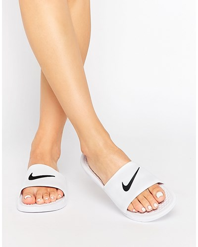 nike damen benassi wei e flache slider sandalen wei reduziert. Black Bedroom Furniture Sets. Home Design Ideas