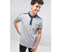 Gestreiftes Polohemd mit Kontrasttasche Grau