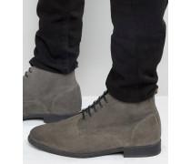 Chukka-Stiefel zum Schnüren aus brüniertem Wildleder in Grau Grau