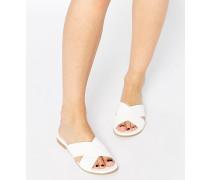 Flache Sandalen mit Kreuzriemen Weiß