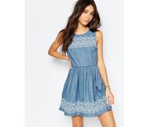 Chambray-Kleid mit besticktem Saum Blau