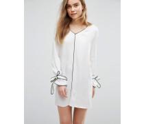 Etuikleid mit Paspelierung im Pyjama-Stil Weiß