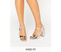 New Look Metallic-Sandalen mit Blockabsatz und Glitzereffekt in breiter Passform Silber
