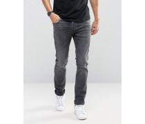 Enge Jeans mit Stretchanteil Grau